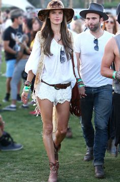 #Coachella #Coachellafashion #Streestyle #Shophers #FestivalFashion #Fashion