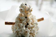 Popcorn ball snowmen and snowballs -- fun winter snack idea for the kids!