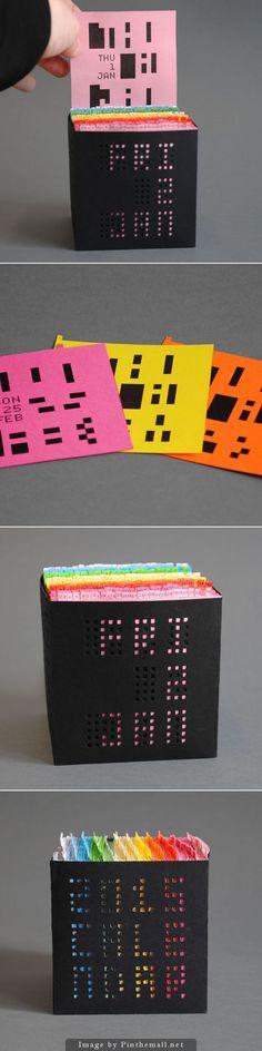 Wat een cool idee voor een escape room. Alleen als ze het juiste kaartje pakken, kunnen ze de juiste code lezen.