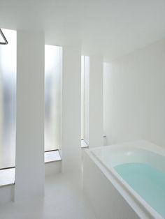 House in Muko - Mukō, Japan - 2012 - Fujiwaramuro Architects #årchitecture #japan #house #bathroom