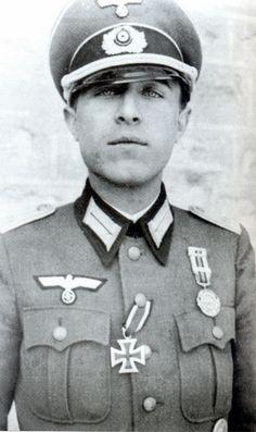 Medalla Militar individual y Cruz de Caballero. División Azul contra el comunismo.