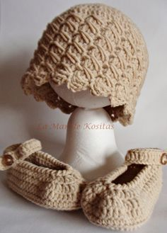 Zapatos de punto/ganchillo - Conjunto zapato y gorro bebé de lana suave - hecho a mano por LaMardeKositas en DaWanda