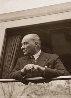 Photos of Atatürk - MustafaKemâlim - adel home Tissue Engineering, Turkish Army, The Turk, Historical Quotes, Great Leaders, World Leaders, The Republic, Girl Model, Revolutionaries