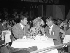 Dean Martin, Jerry Lewis & Ann Southern at Slapsy Maxies in 1949.