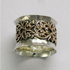 Misty ~~~~~~~~ Este anillo tiene un diseño de encaje de filigrana encima de una banda de plata esterlina oxidada. (R1146ZS). La segunda foto muestra el mismo diseño con oro. (enumerado por separado). © 2011 Artisanimpact Inc. Todos los derechos reservados. Construcción y dimensiones: