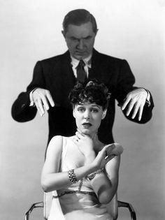 Tumblrは自分を表現したり発見することができる場であり、好きなものを通じてつながりを見つけたり、興味が人と人をつなげるプラットフォームです。 Howlin' Wolf, Golden Age Of Hollywood, Classic Hollywood, Old Hollywood, Hollywood Couples, Hollywood Icons, Hollywood Actresses, Frankenstein, Toshiro Mifune