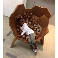 Mais sobre a MADE: a @80e8_design dupla formada pelos designers Antonia Almeida e Fabio Esteves apresenta a poltrona MOV feita de madeira cumaru jequitibá e molas de alumínio que se ajustam ao corpo de quem senta. Os autores  buscaram responder à padronização e à cultura de massa criando uma obra que se configura de forma diferente para cada usuário. (Foto: Repost @80e8_design) #desingweekendsp #dw2015 #design by arkpad