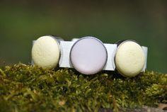 Armbänder - breites Lederarmband AprilZart - ein Designerstück von DaiSign bei DaWanda