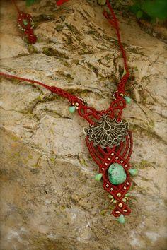 micro macrame necklace by yasmin