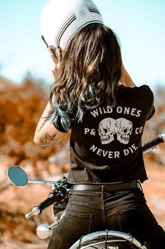 Motorbike Girl, Motorcycle Style, Motorcycle Outfit, Girl Bike, Motorcycle Fashion, Motorcycle Girls, Motorcycle Clothes, Biker Fashion, Lady Biker