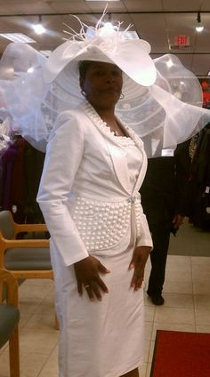 While I could never pull off a hat like that, this is how I feel when walking into a room with a hat on! Church Attire, Church Suits, Kentucky, Church Fashion, Stylish Hats, Fancy Hats, Wedding Hats, Dress Hats, Hats For Women