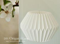 Herzschmiede: DIY Origami Lamp Instructions I saved ! Origami Design, Origami Diy, Origami Lampshade, Origami And Kirigami, Origami Love, Origami Paper Art, Origami Folding, Useful Origami, Origami Tutorial