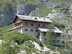 Die Laufener Hütte liegt auf 1726,00 m Höhe im Tennengebirge am Fuß des Fritzerkogels im Salzburger Land.