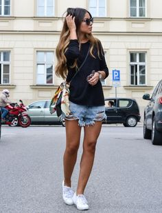 Street Style Denim Shorts Tênis | Cut off jeans and white keds for summer 2016
