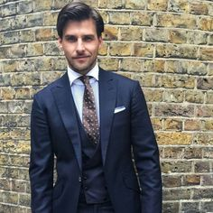 My Dapper Self — A classic three-piece navy suit. One of the basics. Suit Up, Suit And Tie, Dapper Gentleman, Gentleman Style, Mens Fashion Suits, Mens Suits, Men's Fashion, Navy Blue Suit, Dyed Natural Hair