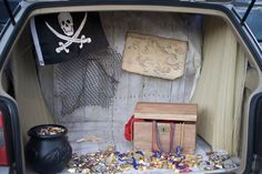 10 Best Trunk or Treat Ideas — Fun Halloween Trunk or Treat Decoration Themes Holidays Halloween, Halloween Treats, Happy Halloween, Halloween Decorations, Halloween Costumes, Pirate Halloween, Halloween Party, Halloween 2013, Family Costumes
