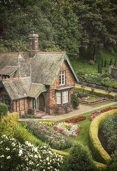 Do you have to live in a cottage to have a cottage garden? Well, let's define just what exactly constitutes a cottage garden. This article will get you thinking: landscaping. - My Cottage Garden Garden Cottage, Cottage Homes, Home And Garden, Brick Cottage, Cottage Living, Dream Garden, Cute Cottage, Cottage Style, Beautiful Homes