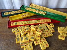 Vintage Mahjong Set Leatherette Case Bakelite Tiles 152 piece