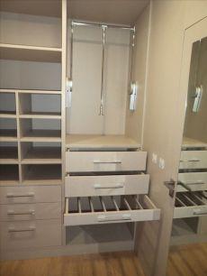 37 Trendy closet de madera esquinados in 2020 Wardrobe Design Bedroom, Master Bedroom Closet, Bedroom Wardrobe, Pax Wardrobe, Bedroom Cupboard Designs, Bedroom Cupboards, Wardrobe Door Designs, Closet Designs, Closet Layout