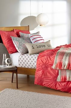 Crushing on this coral bedding.