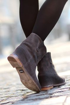 Winter flowers/ Ankle boots - Choies http://www.choies.com/product/leather-look-anckle-boots