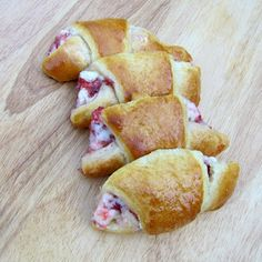 Rumbly In My Tumbly: strawberry cream cheese croissants