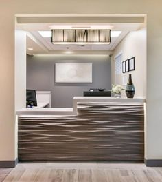 New medical clinic design receptions chiropractic office 41 Ideas Office Reception Area, Optometry Office, Waiting Room Design, Office Desk Decor, Medical Office Decor, Office Interior Design, Waiting Room Decor, Office Design