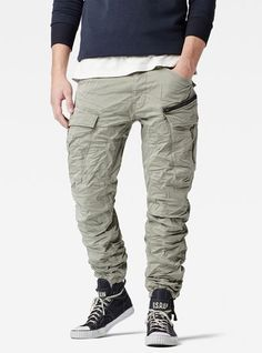 Reinterpreting a classic military staple for the city, this modern cargo pant features a precise tapered fit and a rich, overyed finish. Grey Camo Pants, Camo Pants Outfit, Khaki Pants, Mens Fashion Uk, Men's Fashion, Casual Wear For Men, Cargo Pants, Men's Pants, G Star Raw