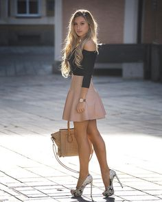 Had me at hello! womenò beautiful legs, sexy skirt и sexy ou Hot Outfits, Fashion Outfits, Womens Fashion, Winter Outfits, Fasion, Fashion Fashion, Classy Outfits For Teens, Elegantes Outfit Frau, Instagram Mode