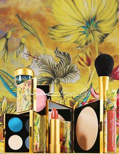 MAC Guo Pei Collection - Fall 2015. I'm not into following collections, but this one really catches my eye.