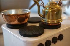 Sarah MacFie Blog - DIY DOLLHOUSE FURNITURE - DIY, dollhouse, kitchen, stove, renovation, dollhouse inspiation, dockskåp, dockhus, gör-det-själv, dockspis, spis, renovering, maileg