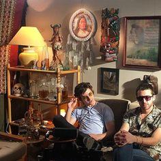 tlsp_am505/2016/08/22 13:54:16/Al looks like hippie in these sunglasses #thelastshadowpuppets #alexturner #mileskane