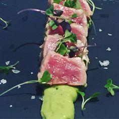 #tataki de tonyina amb guacamole  by @gruptomas #food #delicious #fresh #foodlover #foodporn #inlove #gastronomy #davidgarcia #gruptomas #topchef #weddingiscomming #provamenu by nina_ferres
