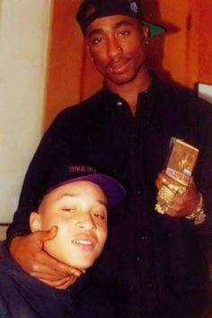 loved these homies like his kids--(The Outlawz) Yaki Kadafi (Yafeu Fula), Tupac Shakur Yaki also killed reportedly because he saw the shooter of Tupac in Las Vegas Yaki Kadafi, Tupac Pictures, Tupac Art, Tupac Makaveli, Las Vegas, Hip Hop Art, Best Rapper, 90s Hip Hop, Tupac Shakur