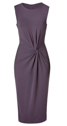 DIY Michael Kors - How to slash and spread sheath dress pattern to get the twist 'n' gather effect on the front. In what looks like Russian, you'll need an online translator. Diy Clothing, Sewing Clothes, Clothing Patterns, Dress Patterns, Sewing Patterns, Dress Sewing, Diy Fashion, Fashion Design, Dress Tutorials