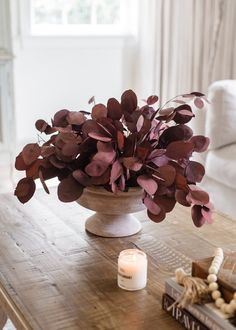 Flower Arrangement Designs, Dried Flower Arrangements, Dried Flowers, How To Preserve Flowers, Preserving Flowers, Natural Bouquet, Preserved Roses, Coffee Table Styling, Black Flowers