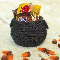 Halloween crochet cauldron-2