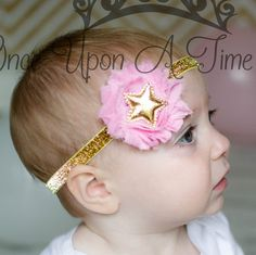 A gold glitter headband with a pink shabby flower and a metallic gold star center.  ** Perfect newborn, infant, or toddler photo prop **  Check out my shop for other great headbands and accessories! Great for photo props, gifts, special occasions, etc. Headband sizing:  Preemie - 13 0-3 Months - 14 3-6 Months - 15 6-9 Months - 15.5 9-12 Months - 16 12-18 Months - 16.5 Toddler - Adolescent - 17 Adult Size - 18 Hair Clip