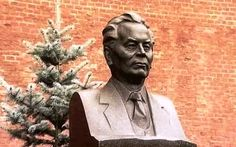 bronze bust on K.U Chernenko's grave, in the Kremlin Wall.