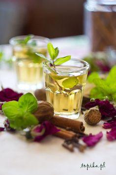 Nalewka jest słodka i bardzo aromatyczna.