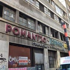«Ρομάντσο», «Πάνθεον», «Βεντέττα». Οι επιγραφές - σε ποπ χρώματα - στην πρόσοψη της Αναξαγόρα 5 μαρτυρούν για τις δραστηριότητες που στεγάζονταν σε α... Talk To Me, Athens, Broadway Shows, Neon Signs, Athens Greece