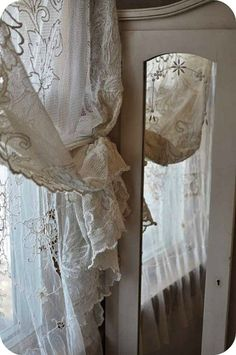 Curtains and window treatments on pinterest lace for Rideaux style shabby