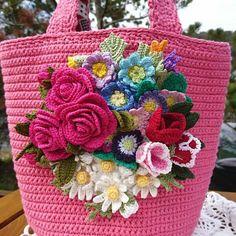 Freeform Crochet, Crochet Art, Crochet Gifts, Crochet Motif, Crochet Bunny Pattern, Crochet Flower Patterns, Crochet Flowers, Crochet Furniture, Diy Crochet Projects