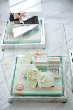 11 stylish ways to present the hantaran (or dowry) for Malay weddings Wedding Gift Wrapping, Wedding Gift Boxes, Wedding Cards, Wedding Favors, Wedding Gifts, Wedding Things, Wedding Decorations, Engagement Gifts, Wedding Engagement