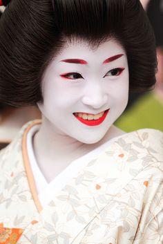 Smile by Teruhide Tomori (very busy), via Flickr