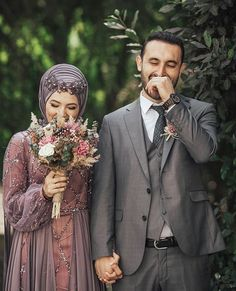 hijab wedding Cute couple find your spouse www. Muslimah Wedding, Wedding Hijab, Cute Muslim Couples, Cute Couples, Muslim Wedding Dresses, Wedding Gowns, Hijab Sport, Wedding Invitation Trends, Foto Pose