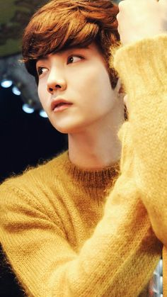 Yellow Sweater Luhan