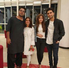 Pakistani Formal Dresses, Pakistani Girl, Pakistani Dramas, Pakistani Actress, Pakistani Outfits, Indian Outfits, Pakistan Movie, Sajal Ali Wedding, Beautiful Couple