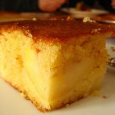Quatre-quart au pommes – Ingrédients de la recette : 3 pommes, 180 grammes de sucre, 180 grammes de beurre, 180 grammes de farine, 4 oeufs Belgium Food, Victoria Sponge Cake, Something Sweet, Coffee Cake, How To Make Cake, Cornbread, Vanilla Cake, Cake Recipes, Sweet Tooth