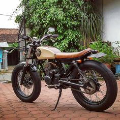 Honda GL160 Japstyle by @didikbudisusilo ---------- Follow @kustomgaras daily inspiration